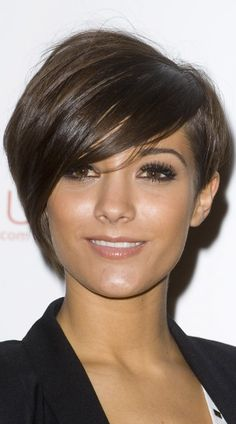 Frankie Sandford Adds Volume To Her Hair For Sponge Bob Fancy Pants Charity Auction, 2010