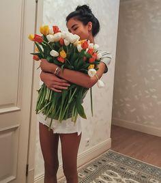 Send Flowers for Girlfriend Online My Flower, Flower Power, Flowers For Girlfriend, Foto Casual, Girly Pictures, Flowers Online, Flower Aesthetic, Foto Pose, Anime Art Girl