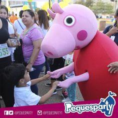 La siempre colorida Peppa Pig haciendo lo que mejor sabe: llevar alegría a tus niños.  PequesParty Fábrica de Sonrisas!  #Maracaibo #venezuela #show #personajes #kids #party #mcbo #peppapig #diversion #entretenimiento #sonrisas #todoincluido #paquetes #combo #zulia #261 #igersmcbo