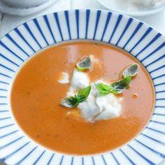 Creamy Tomato Soup with Mozzarella and Basil Crockpot Recipes, Soup Recipes, Healthy Recipes, Fresh Tomato Soup, My Favorite Food, Favorite Recipes, Polish Recipes, Polish Food, Paleo Soup
