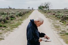 Bob Fuchigami, a former detainee of a Japanese internment camp called Amache, searches a map of the camp to locate the barracks where he and his family lived. State Of Colorado, Social Determinants Of Health, Japanese American, Teaching History, Recent Events, World War Two, Granada, Ny Times, American History