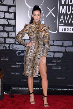 Katy Perry, si te vas a poner sexi en plan felina, no lo puedes hacer a medias.