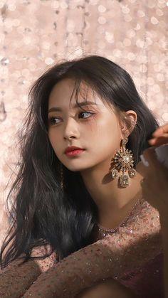 Nayeon, Kpop Girl Groups, Korean Girl Groups, Kpop Girls, Beautiful Asian Women, Beautiful People, Beautiful Pictures, Tzuyu Body, Asian Woman