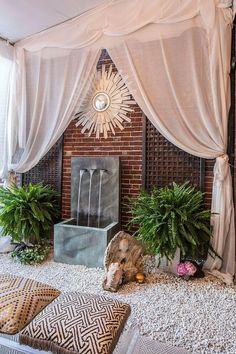 Every considered creating an in-home meditation room? Or even a meditation corner? Top yoga instructors, interior designers, and other experts share the secrets to creating inspiring and relaxing meditation spaces. Meditation Raumdekor, Meditation Room Decor, Yoga Room Decor, Meditation Quotes, Home Yoga Room, Yoga Rooms, Deco Zen, Zen Space, Diy Design