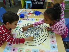 tel Terry Frost Gustav Klimt, Ecole Art, Art Plastique, Fine Motor Skills, Frost, Christmas Tree, Holiday Decor, Preschool, Spirals