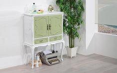 Glamour - We love old furniture Old Furniture, Vanity, Glamour, Home Decor, Antique Bar, Dressing Tables, Powder Room, Decoration Home, Room Decor