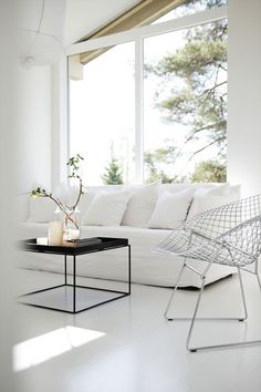 'Minimal Interior Design Inspiration' is a biweekly showcase of some of the most perfectly minimal interior design examples that we've found around the web - Design Salon, Deco Design, Hay Design, Design Table, Interior Design Examples, Interior Design Inspiration, Design Ideas, Living Room Interior, Home Living Room