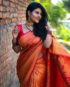 Beauty Full Girl, Beauty Women, Photoshoot Images, Saree Photoshoot, Intelligent Women, Indian Blouse, Ethnic Outfits, Elegant Saree, Traditional Sarees