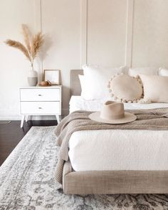 Brown And Cream Bedroom, Cream Bedrooms, Cream Bedroom Walls, Cream Bedroom Decor, Bedroom Wood Floor, Neutral Bedroom Decor, Cream Decor, Simple Bedroom Decor, Trendy Bedroom