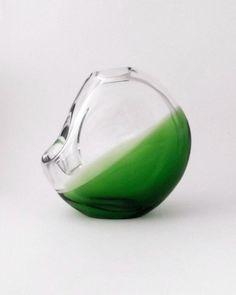 Skrdlovice Karel Wunsch 7610 -- large modernist 18cm green glass vase -- Czech art glass