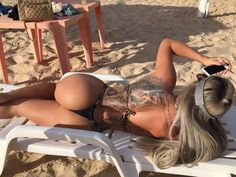 """Denise Rocha está passando uma temporada em João Pessoa, na Paraíba, e nesta segunda-feira, 14, decidiu mostrar para seus seguidores do Instagram como foi seu dia de """"dolce far niente"""". Aí foi um festival de fotos mostrando o corpão da ..."""