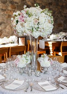 Alluring & Dramatic Wedding Centerpieces