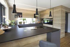 Dunstabzug nach unten, integrierte Barlösung Small U Shaped Kitchens, Barn Kitchen, Kitchen Dining, Kitchen Island, Kitchen Lighting, Kitchen Interior, Kitchen Cabinet Shelves, Kitchen Cabinets, Best Kitchen Designs
