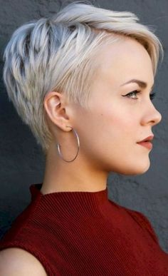 Long pixie hairstyles are a beautiful way to wear short hair. Many celebrities are now sporting this trend, as the perfect pixie look can be glamorous, elegant and sophisticated. Here we share the best hair styles and how these styles work. Women Pixie Haircut, Haircut For Older Women, Short Pixie Haircuts, Pixie Hairstyles, Short Hair Cuts, Short Hair Styles, Pixie Cuts, Pixie Bob, Great Haircuts