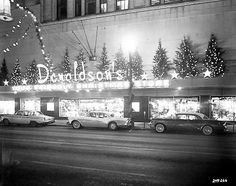 Revisit 6 retail titans from Minnesota's Twentieth-century division store heyday - DIY & Crafts Vintage Christmas Photos, Retro Christmas, Vintage Holiday, Outdoor Christmas, Vintage Photos, Holiday Photos, Store Window Displays, Display Windows, Store Windows