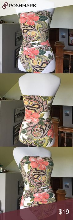 Tommy Bahama One Piece Swimsuit Size 4 Like new condition, only worn once. Can't find Halter strap-sorry! Built in light bra & flattering side ruching. Tommy Bahama Swim One Pieces