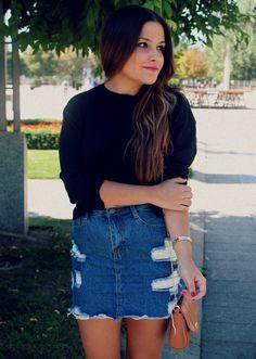 Street style: High waist denim skirt 90s