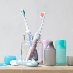 A toothbrush for the traveller Clara comments. In stores now. Price DKK 690 / SEK 948 / NOK 998 / EUR 097 / ISK 189 / GBP 0.82  #toothbrush #travelling #travels #holidays #vacation #summertime #inspiration #sostrenegrene #søstrenegrene