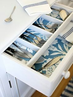 Best Practices for Wallpaper in the Kitchen: Wallpaper the Inside of Your Kitchen Drawers Wallpaper Drawers, Kitchen Wallpaper, Wallpaper Crafts, Wallpaper Samples, Wallpaper Cabinets, Wallpaper 2016, Wallpaper Furniture, Bold Wallpaper, Temporary Wallpaper