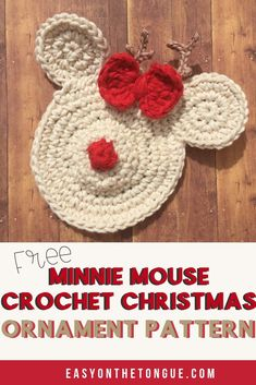 The Minnie Mouse Crochet Christmas Ornaments are A. With the base pattern, you can whip up any character. Come on, it is a quick and easy project and cheap to make too. Pick a colour scheme for your table this year and start making these. Mickey Mouse Ornaments, Minnie Mouse Christmas, Mickey Ears, Crochet Mickey Mouse, Crochet Disney, All Free Crochet, Easy Crochet Patterns, Crochet Appliques, Doll Patterns