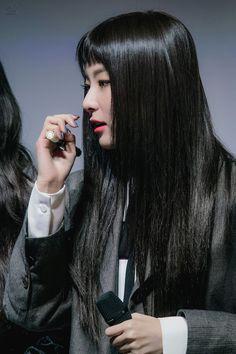her hair is so smooth i need that hair Kpop Girl Groups, Korean Girl Groups, Kpop Girls, Red Velvet Seulgi, Girl Crushes, Woman Crush, Beautiful Asian Girls, Korean Beauty, Girl Power