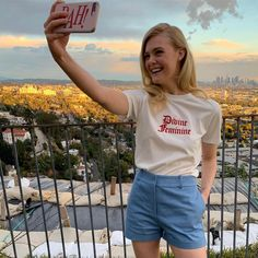 For fans of the actress Elle Fanning. Teresa Palmer, Julianne Moore, Selfies, Cara Delvingne, Latest Hollywood Movies, Fanning Sisters, Dakota And Elle Fanning, Son Luna, Alexandra Daddario