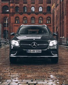 The second generation of the mid-range SUV goes by the name of the GLC and represents a big step forward on several fronts. Glc Mercedes, Mercedes Benz Trucks, Jeep Range, Luxury Suv, Porsche Cars, Car Photography, Dream Cars, Super Cars, Car Vehicle