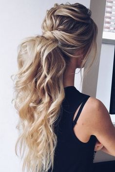 50 Awesome Curly Wedding Hairstyles Almost all of the curly wedding hairstyles are for girls with straight hair. They may take longer at hair salon. But it worth for sure! And it will cr. Wedding Bun Hairstyles, Curly Wedding Hair, Beach Wedding Hair, Bohemian Hairstyles, Wedding Hair Down, Wedding Hair Flowers, Twist Hairstyles, Straight Hairstyles, Bridal Hair