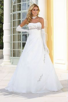 Wedding dresses by Ladybird Bridal are stylish, affordable and have the perfect fit. Also plussize sizes, vintage and bohemian bridal wedding dresses! Weeding Dress, Cute Wedding Dress, Colored Wedding Dresses, Bridal Wedding Dresses, Wedding Dress Styles, Dream Wedding Dresses, Bridesmaid Dresses, Wedding Dress Accessories, Beautiful Gowns