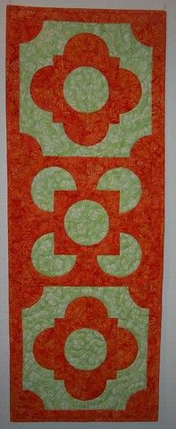 table runner using accuquilt drunkards die blocks. accucutquilters: View Photo: Closeup end block Quilting Projects, Sewing Projects, Quilting Ideas, Patch Quilt, Quilt Blocks, Drunkards Path Quilt, Fabric Cutter, Two Color Quilts, Circle Quilts