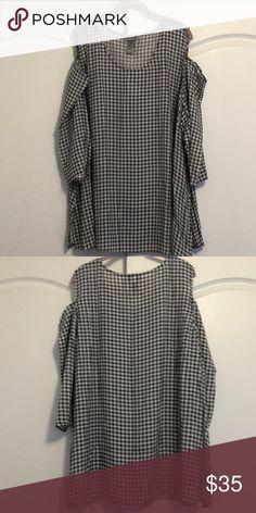 b9fe7876f8e71 Gingham Print Cold Shoulder Top Brand new. Super cute and trendy cold  shoulder top.
