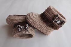 botinha feita em croche , cores a criterio do cliente <br> tamanhos:0 a 3 meses,3 a 6 meses !!! <br>informar o tamanho no ato da compra!