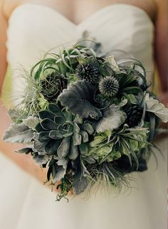 20 Beautiful Winter Wedding Bouquets