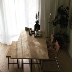 Fishbone dining table