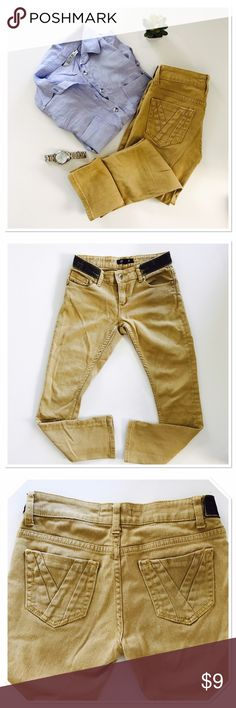 Sand colored skinny jeans Beautiful! Interesting! Sand colored shinnies. Have stretch to size 26. Inseam 26 as well. So if you are tall they are cropped is guess,  but I am 5'4 and they are normal length. Cute detailing at the waistband. Forever 21 Jeans Skinny