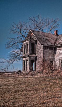 Old Farm House Decaying..... I seriously want to have a project house like this and make it my dream home!