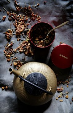 Orbit Tatara Gold Cast Iron Teapot | Bakers Royale