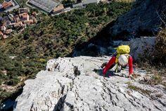 Arco - Das Klettermekka am Gardasee. Genau richtig für unseren 3-tägigen Alpinkletterkurs im November. Überall sonst liegt nämlich schon Schnee und der Cappuccino ist auch nur halb so gut - wenn überhaupt...