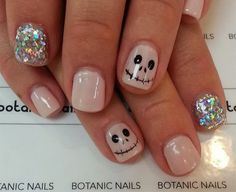 Are you looking for easy Halloween nail art designs for October for Halloween party? See our collection full of easy Halloween nail art designs ideas and get inspired! Get Nails, Fancy Nails, Love Nails, Pretty Nails, Pink Nails, Sparkle Nails, Yellow Nails, Nail Art Halloween, Halloween Nail Designs
