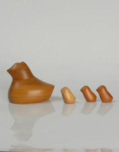 Antonio Vitalli vintage wooden toy. A fascinating creation of a ruffled mother hen whereby the chicks can hide underneath her for protection. Antonio Vitalli was a Swiss toy designer, creating hand carved toys in his Zurich based atelier.