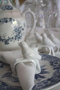 www.romantichome.blogspot.com - more blue and white