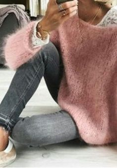 There is no automatic alternative text available. No hay texto alternativo automático disponible. There is no automatic alternative text available. Mode Outfits, Winter Outfits, Casual Outfits, Fashion Outfits, Fashion Clothes, Casual Chique, Cooler Look, Mohair Sweater, Loose Sweater