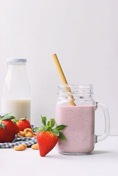 7 x boost je weerstand smoothies Vegan Smoothies, Smoothie Drinks, Fruit Smoothies, Smoothie Recipes, Superfood, Glass Of Milk, Health And Wellness, Food Photography, Jar