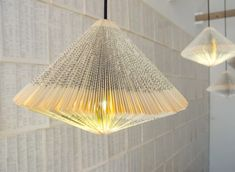 This light made out of the pages of a book is super creative~