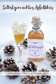 Perfect for cold winter days: Homemade apple liqueur to give away and . Perfect for cold winter days: homemade apple liqueur as a gift and s 2020 – weddin Easy Smoothie Recipes, Snack Recipes, Camping Meals, Winter Food, Summer Drinks, Diy Food, Healthy Drinks, Pumpkin Spice, Food Photography
