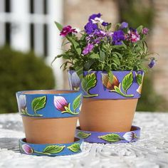25 Simple Easy Flower Pot Painting Ideas 9 - Craft Home Ideas Painted Plant Pots, Painted Flower Pots, Flower Pot Crafts, Clay Pot Crafts, Diy Flowers, Flower Decorations, Flower Ideas, Charity Christmas Gifts, Teintes Pastel