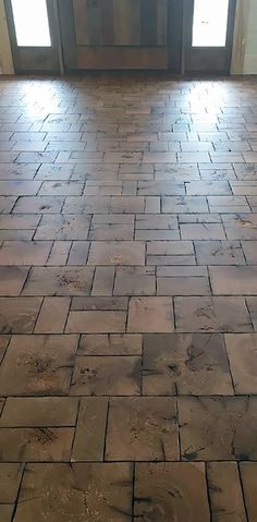 Spellbinding Reclaimed End Grain Aims for Old-World Look - Wood Floor Business Magazine Wood Block Flooring, End Grain Flooring, Wood Grain Tile, Diy Flooring, Stone Flooring, Reclaimed Wood Floors, Old Wood Floors, Natural Building, Old World