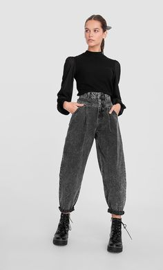 Slouchy front yoke jeans in Stradivarius for only £ available for a limited time. Just In for women always on trend, come in and find out now! Trousers Smart Casual, Casual Jeans, Jeans Style, Mode Outfits, Jean Outfits, Casual Outfits, Fashion Outfits, Fashion Tips, Fashion Trends