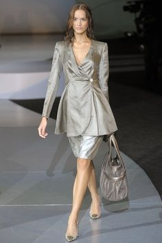 See the complete Giorgio Armani Spring 2009 Ready-to-Wear collection.