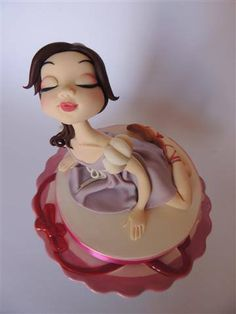 Great fondant topper. In Italian, but with very good pictures showing every step. From cake.corriere.it